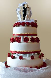 Wedding cake with pillar supports, 2009 - by shine oa